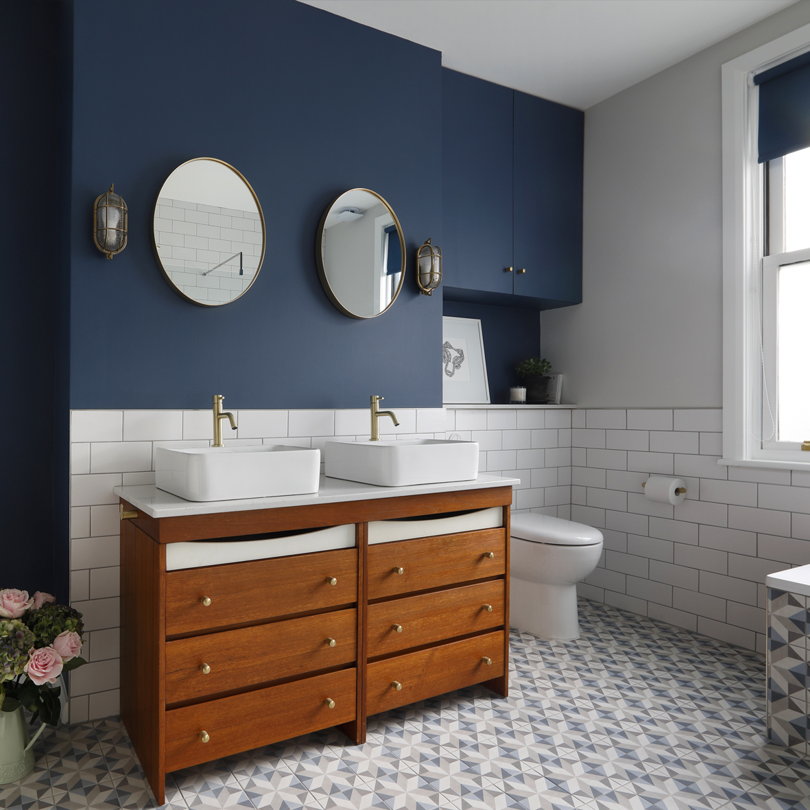 Classic Blue Pantone Colour of the Year 2020 bathroom blue